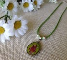 collar-bisuteria-virgen-please-verde-llenadegracia